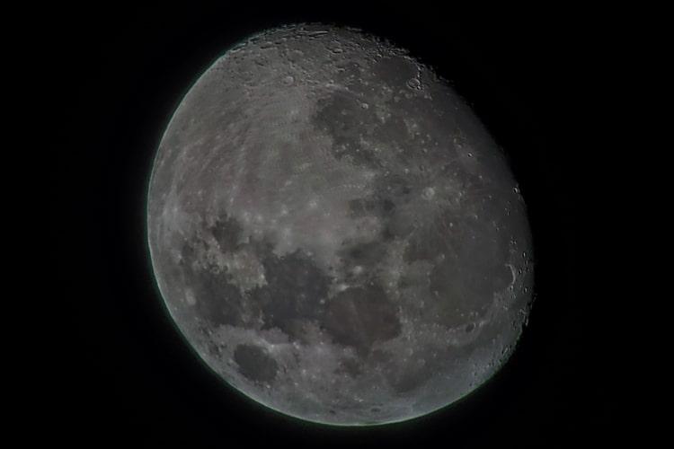 Celestron ExploraScope 114AZ - Waxing Gibbous Moon